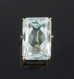 An aquamarine ring, by Van Cle