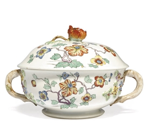 A CHANTILLY PORCELAIN TWO-HAND