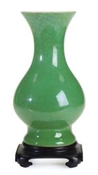 A CHINESE PORCELAIN GREEN CRAC