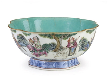 A CHINESE PORCELAIN LOBED ENAM