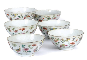 A SET OF SIX FAMILLE ROSE BOWL