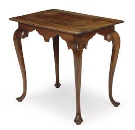 AN AMERICAN MAHOGANY SIDE TABL