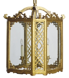 AN ENGLISH GILTWOOD AND GLASS