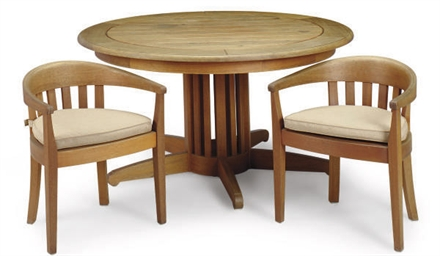 A MAHOGANY DINING TABLE AND SI