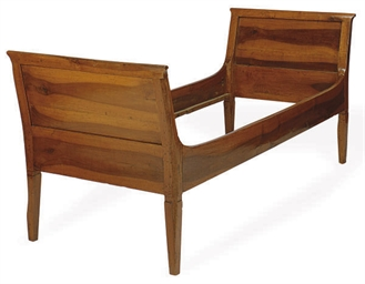 AN ITALIAN WALNUT DAYBED,