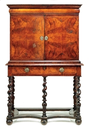 A WILLIAM AND MARY WALNUT CABI