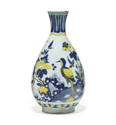 A DUTCH DELFT CHINOISERIE VASE
