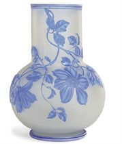 A THOMAS WEBB & SONS DOUBLE OVERLAY BLUE AND WHITE CAMEO FROSTED GLASS VASE