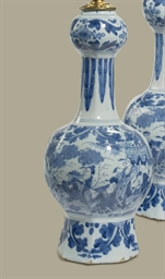 A PAIR OF DELFT CHINOISERIE VA