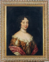 Portrait of a lady wearing pea