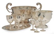 A LARGE EDWARD VII SILVER TWO-HANDLED CENTER BOWL, AND EIGHT AMERICAN SILVER CORDIAL CUPS,