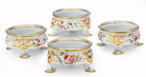 A SET OF FOUR ENAMELED METAL O