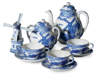 A BLUE AND WHITE PORCELAIN 'DU