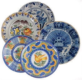 A GROUP OF THREE DUTCH DELFT C