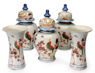 A FIVE PIECE DUTCH DELFT GARNI