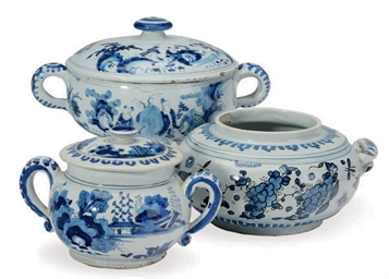 TWO DELFT CHINOISERIE TWO-HAND