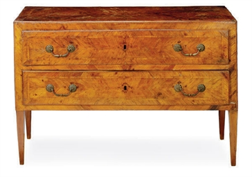 AN ITALIAN WALNUT COMMODE,