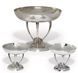A SUITE OF THREE EDWARDIAN SCO