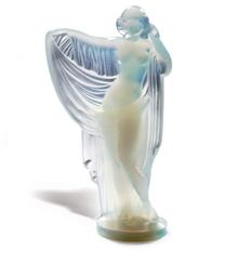A SABINO OPALESCENT GLASS FIGU