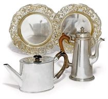 A PAIR OF VICTORIAN SILVER-GILT DISHES