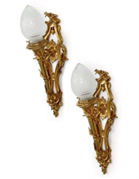 A PAIR OF GILT-BRONZE WALL APP