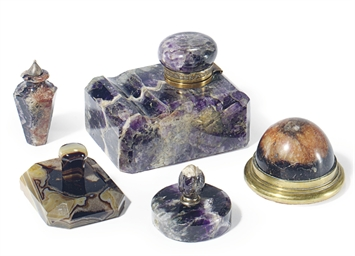 A GROUP OF BLUE JOHN OBJECTS,