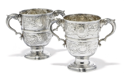 A PAIR OF GEORGE III IRISH SIL