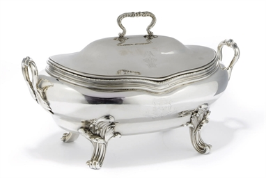 A GEORGE III OVAL SILVER SOUP