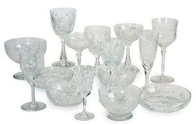 AN EXTENSIVE ASSEMBLED GLASS S