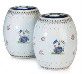 A PAIR OF BLUE AND WHITE CHINE