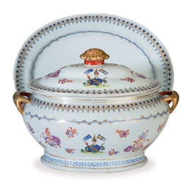A CHINESE EXPORT PORCELAIN TUR