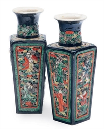 A PAIR OF CHINESE ENAMELED AND