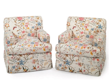 A PAIR OF QUILTED UPHOLSTERED