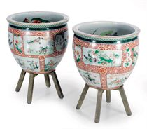A PAIR OF CHINESE FAMILLE VERTE JARDINIERES ON STANDS,