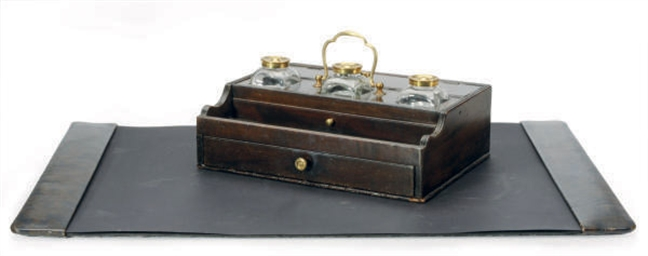 A REGENCY MAHOGANY INKWELL AND