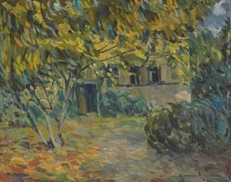 Maison entre les arbres