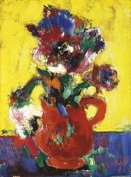 Fleurs au pichet rouge en jaun