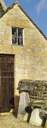 A COTSWOLD STONE STADDLE STONE