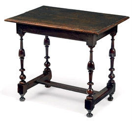 A QUEEN ANNE OAK CENTRE TABLE