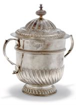 A WILLIAM III SILVER PORRINGER WITH ASSOCIATED QUEEN ANNE COVER,