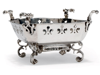 A CHARLES II SILVER BRAZIER