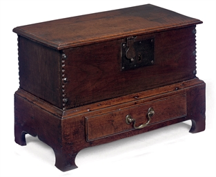 A SMALL OAK CHEST ON INTEGRAL