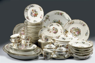 A French floral dinner service