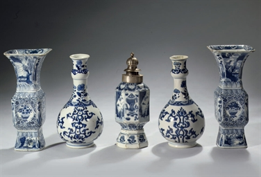 Five Chinese blue and white va