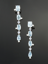 A pair of aquamarine, tanzanit