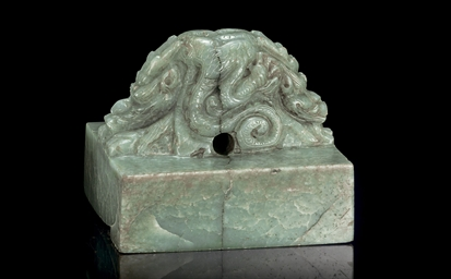 A LARGE GREENISH-GREY JADE DRA