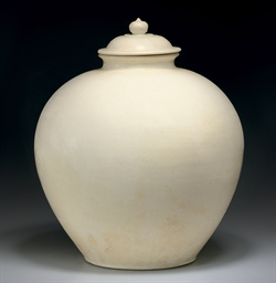 A LARGE WHITE-GLAZED OVOID JAR