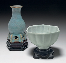 AN UNUSUAL SMALL JUNYAO VASE