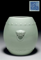 A CELADON-GLAZED BARREL-FORM J