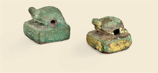 A PAIR OF GILT-BRONZE SEALS